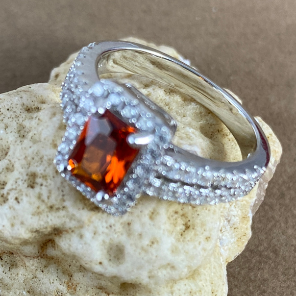 Gem Emporium Jewelry - Fire Garnet & CZ Set in 925 Silver Modernist Ring